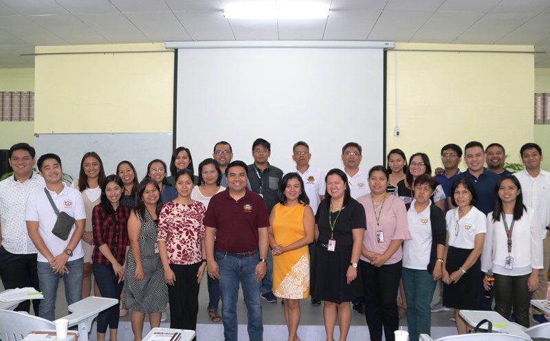 IAS Holds Seminar Series for Faculty and Staff